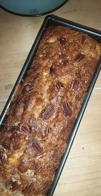 Bananencake met chocolade chunks en pecannoten of walnoten